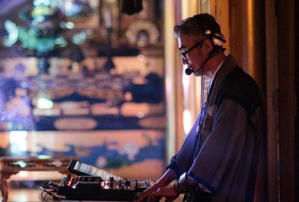 Japonský kněz spojuje techno abuddhismus