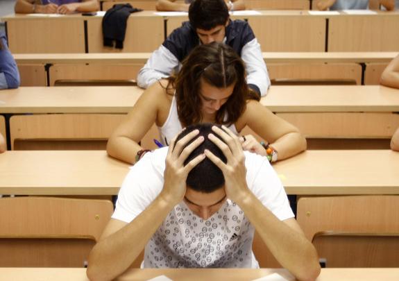 Skrytá epidemie nezdravého perfekcionismu mladých lidí
