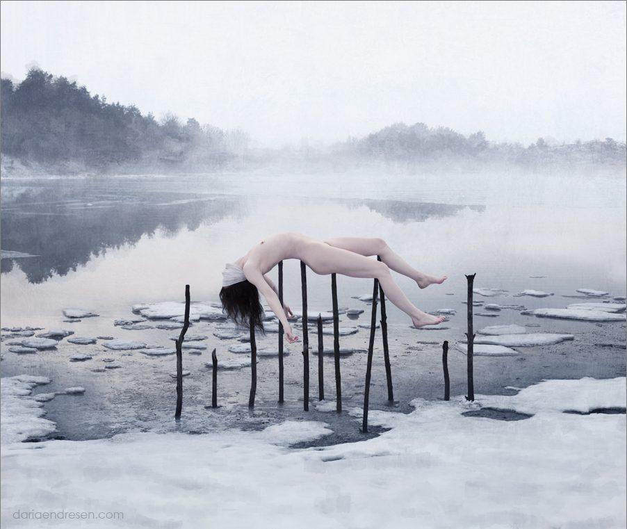 Pradávné nordické okultní rituály na pozadí nelítostné severské krajiny